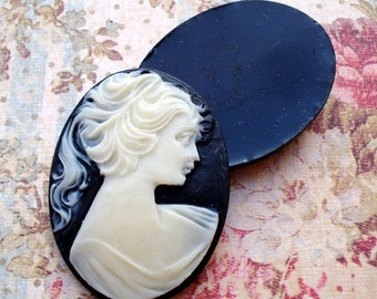 Vintage 40x30mm Black Resin/Acrylic Oval Flat Back Cameo with Ivory/White Victorian Lady Silhouette (3)