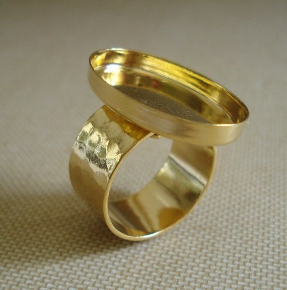 24kt Gold Plated Brass Adjustable Ring 25x18mm Oval Setting 3.4mm wall with 10mm Hammered Ring for Cabs or Jewels (1 piece)