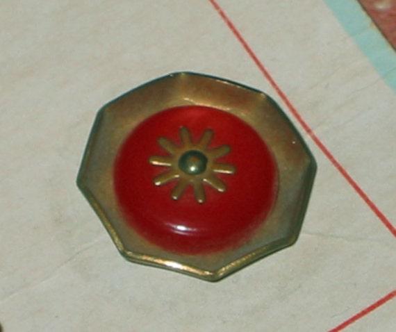 3 Rare RED BAKELITE Brass Pinshank Gears Geometric  BUTTONS Steampunk  Original Store Card