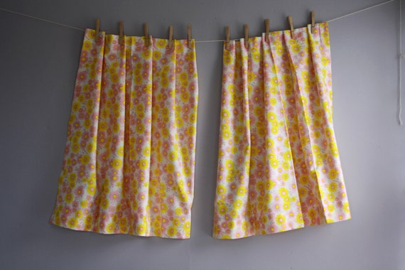 vintage pink and yellow daisy curtains cafe. Black Bedroom Furniture Sets. Home Design Ideas
