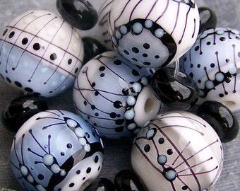 MruMru Handmade Lampwork Glass Bead  set. WINTER ROUNDS. Sra.