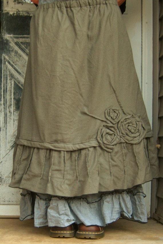 Short Rose Pintuck Skirt