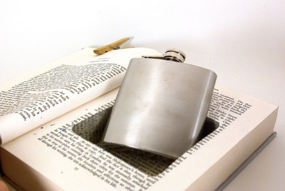 Hollow Book Safe w Flask - William Shakespeare