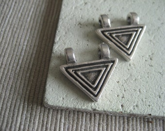 silver metal casting charm geometric  triangle ethnic  pendant - pewter finish , antiqued silver finish -  20 x 14 mm / 2 pcs - 6am5210