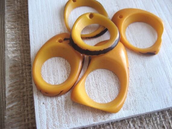 Tagua Pendants -  Orange-yellow   freeform donut ring tagua - dyed - 8pcs   -  2ta4