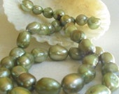 Freshwater pearls - pistachio