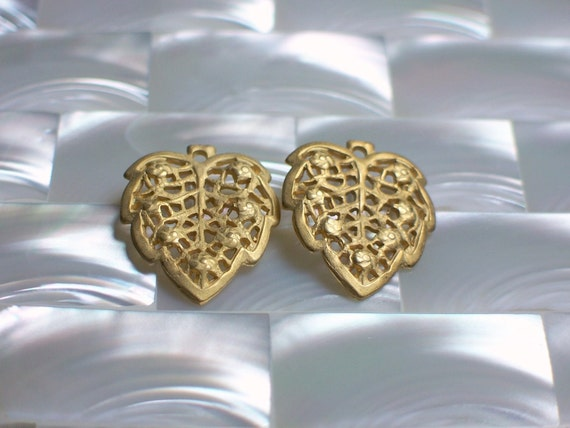 Leaf Dangle Beads2pcs Lacy Gold plated brass