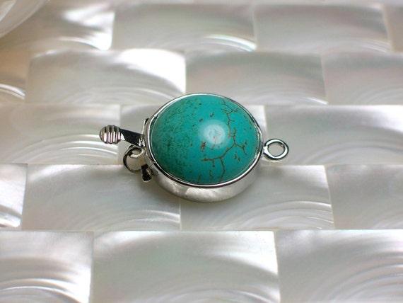Turquoise Howlite clasp round box silvertone clasp