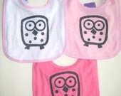 Set of 3 baby bibs with an owl screen print.
