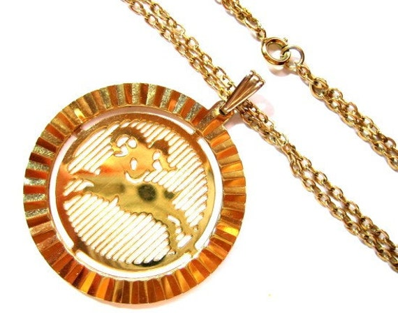 Vintage Gold Aries Ram Horoscope Pendant Chain Necklace / Costume Jewelry