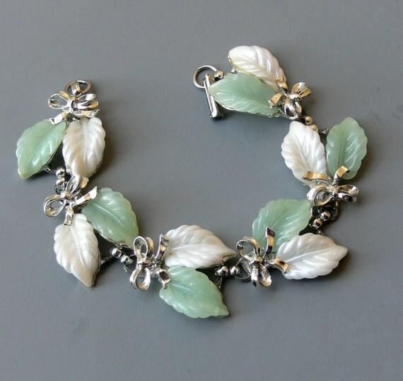 Vintage Bracelet Thermoset Leaf & Bow