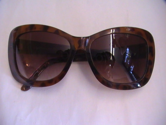 Large Frame Tortoise Shell Glasses : Womens vintage large frame tortoise shell HALSTON sunglasses.