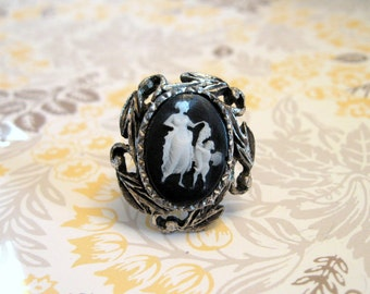 Vintage  Cameo Ring Adjustable Black White Silvertone