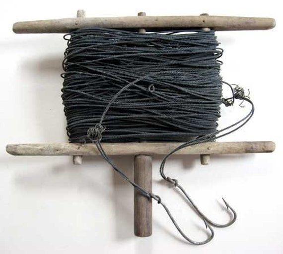 Vintage rustic hand held fishing line on wooden turn spool w for Hand line fishing