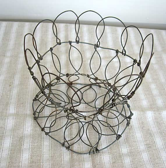 Vintage 1940's Collapsible Wire Ware Table Top Display Basket