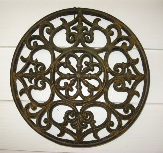 Antique Victorian Decorative Round Cast Iron Grate In Old