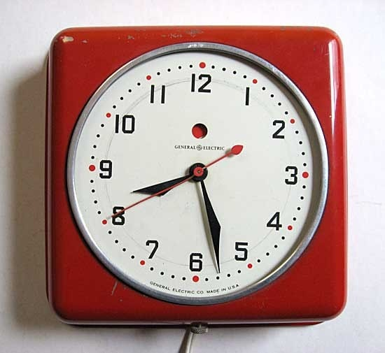 Ge 1950 Vintage American Red Metal Case Kitchen Wall Clock