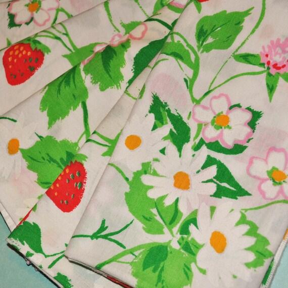 Vintage Strawberry Fields Napkin set