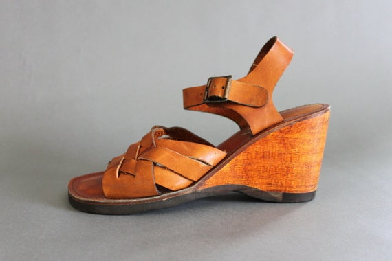 Vintage Sandals / 1970s Wooden Wedge Sandals / 70s Woven Leather Shoes
