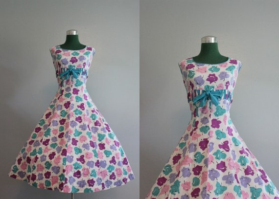 Vintage Dress / 1950s Sundress / 50s Blooming Roses Sundress