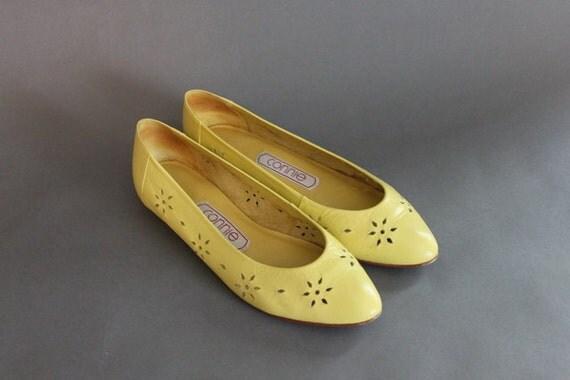 Vintage Flats / 80s Leather Flats / Cutouts / 1980s Shoes