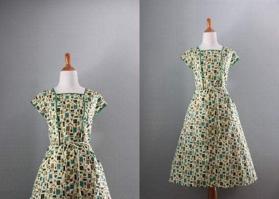 Vintage 50s Dress / 1950s Novelty Print Dress / Vintage Wrap Dress