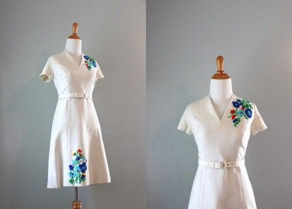Vintage 60s Dress / 1960s White Linen Dress / Floral Embroidered Dress