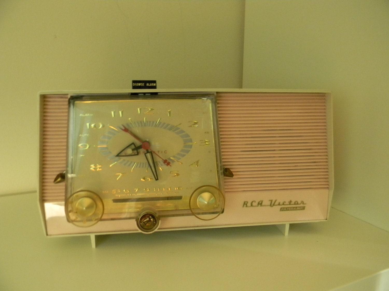 Vintage PINK RCA Victor clock radio PROP Filteramic 1950s