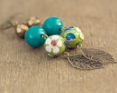 book smart. vintage floral and leaf dangle earrings.