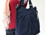The chotto tote /messenger in Midnight blue