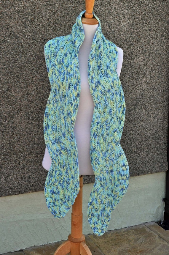 Handknitted Scallop Scarf