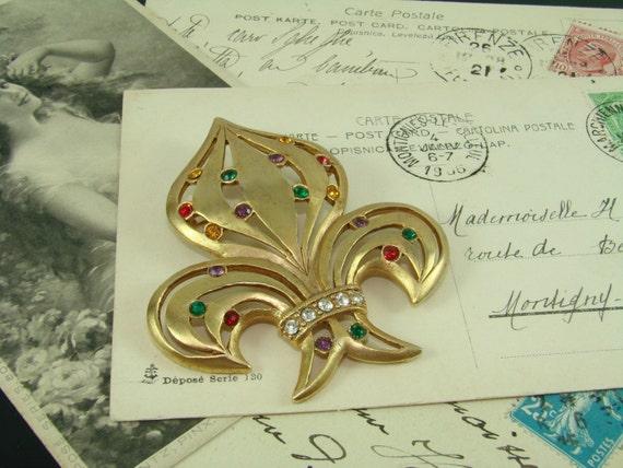 Large Vintage Bejeweled Fleur De Lis Brooch