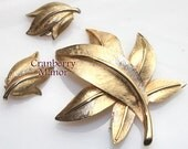 Gold Leaf Brooch & Earrings by Pastelli Autumn Fall Harvest Pin Italy Demi Parure Vintage 1970s Itallian Designer Fashion Jewelry Gift J173
