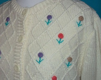 Cream with Embroidered Floral Knit Cardigan Sweater M L  B44  Vintage 70s 80s