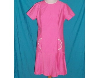 CLEARANCE SALE  Bubblegum Pink Dress Daydress Pleated Skirt L B40 Vintage 60s L