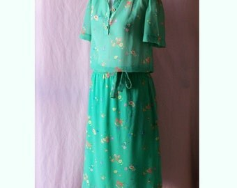 CLEARANCE SALE Semi Sheer Green Floral Dress Drop Waist B39 Vintage 40s