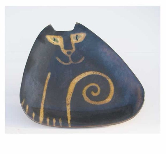 cat pottery: plate triangle shape art rustic brown tan glaze