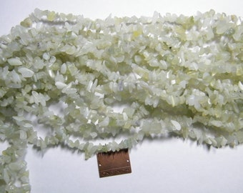 Chip beads: 36 inch strand natural sea green Serpentine chip beads