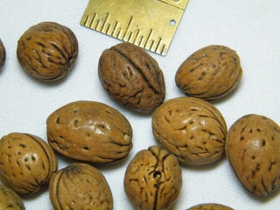 Whole nut beads: 20 natural whole Walnut beads