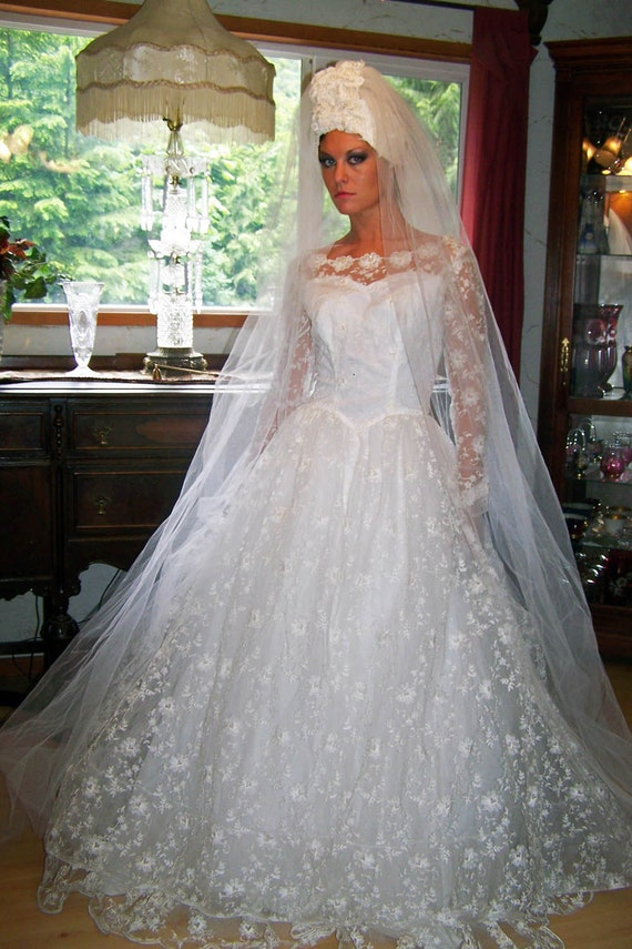 Vintage COUTURE  RARE Madonna Veil-1950s Priscilla of Boston Etherial Lace Beaded Bridal Mantilla-Cap with Split Veil