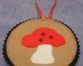 Woodland Holidays - Muchroom Ornament or Gift Tag