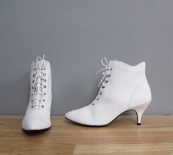 1980s WHITE leather lace up granny boots deadstock 8