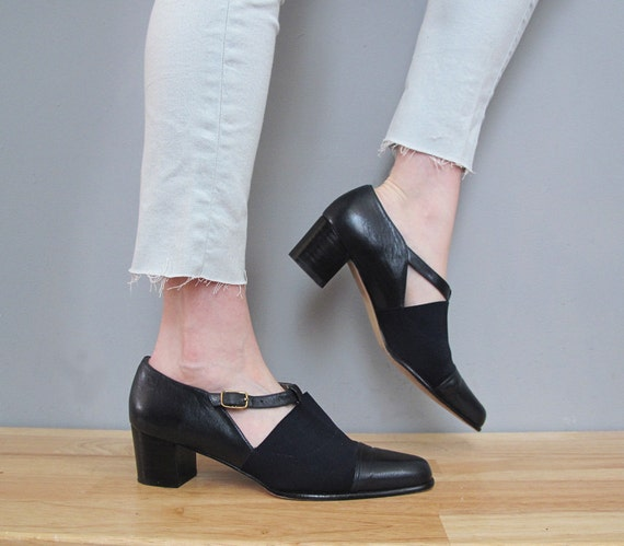 s a l e vintage dark blue leather TRIANGLE cut out mid heels 9.5