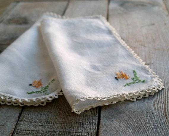Vintage Linen Embroidered Napkins, Farmhouse Chic, Linen Napkins, Textiles