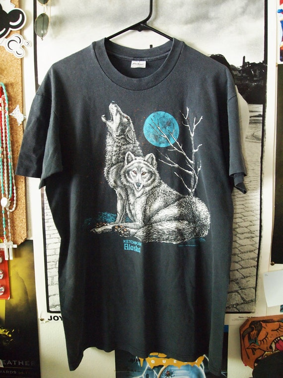 GREY WOLVES// Vintage 80s Soft and Thin Wolf Howling Shirt, L