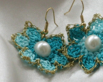 Turquoise knitted flowers earrings with gold thread and pearl bead