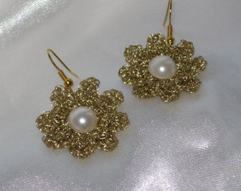 Gold flowers crochet earrings  with pearl-like bead