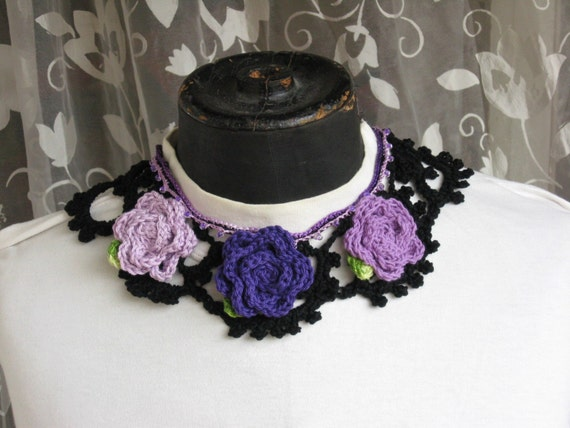 Lace collar with purple flowers