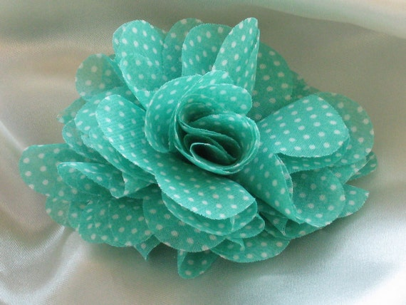 Pastel green with white dots viscose flower brooch