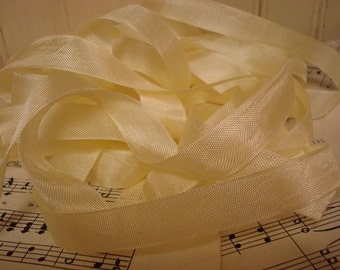 5 Yards Vintage Seam Binding - Pale Yellow